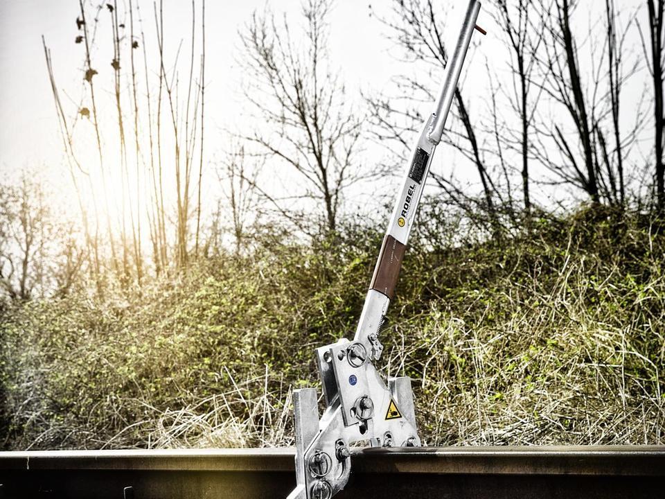 044325 rail lifter.jpg